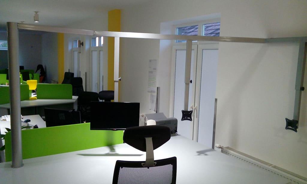 Kancelarijski stolovi Content Insights Novi Sad