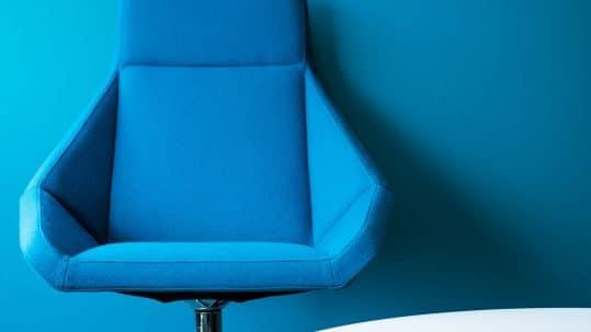 Plava kancelarijska stolica